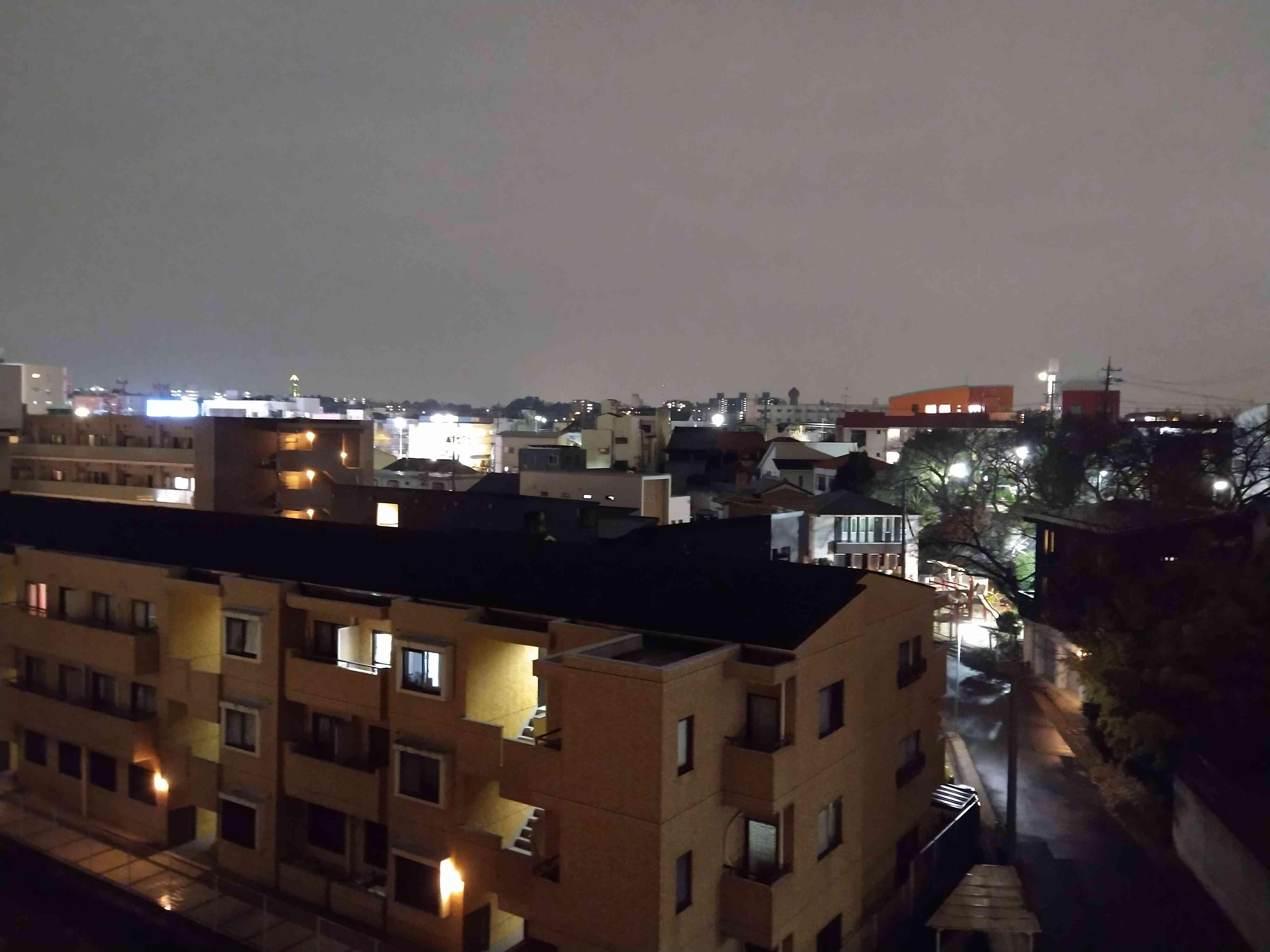 通常モードのカメラで撮影した夜景