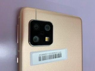 AQUOS sense5Gの3眼カメラ