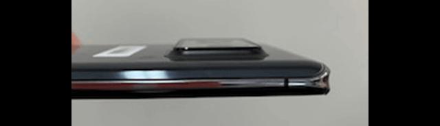 AQUOS R6のカメラ凹凸