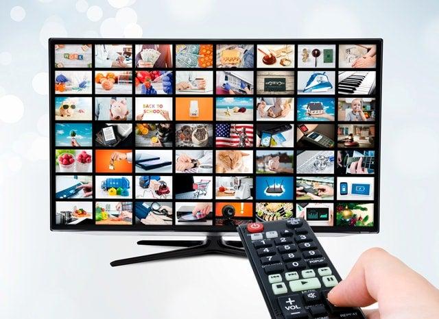 沢山のメディアが表示されたテレビ