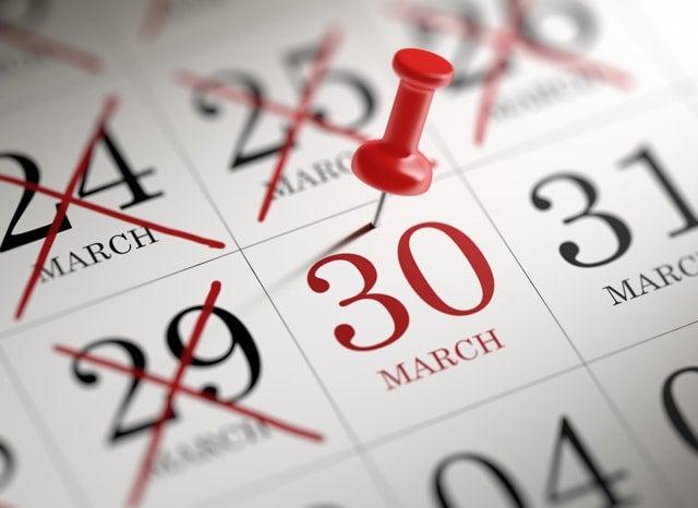 30日に印がついているカレンダー