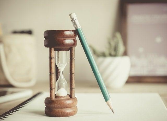 砂時計と鉛筆とノート