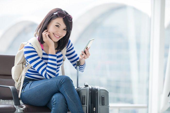 公衆無線LANのイメージ。空港やカフェなどで利用できる。