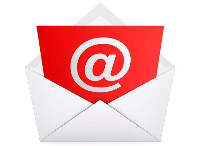 封筒に入った@マークのついた赤いカード